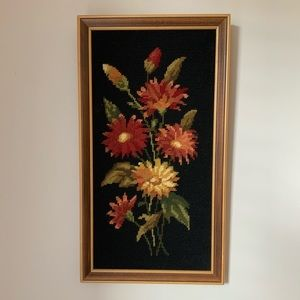 Vintage - Embroidery frame Black with red flowers